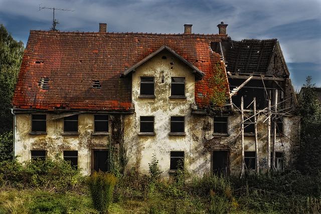 Co tańsze dom czy mieszkanie?