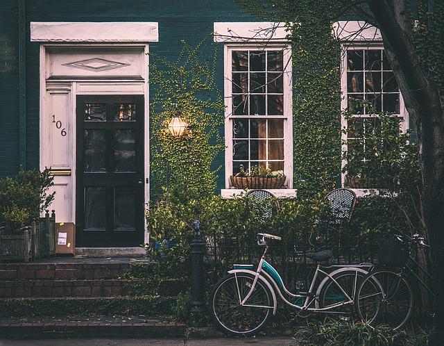 Domy i mieszkania