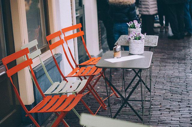 Stoliki metalowe – najlepszy wybór do lokalu gastronomicznego?