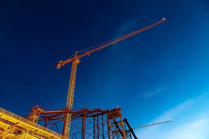 Zarobki jako operator żurawi wieżowych, szkolenia i kursy na operatora żurawia wieżowego: czy to się opłaca?