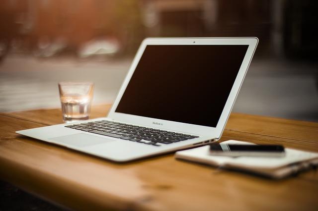 Monetyzacja bloga: współpraca z markami, wtyczki blogowe i AdSense