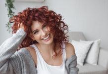 Jak dbać o suche włosy i jakich kosmetyków